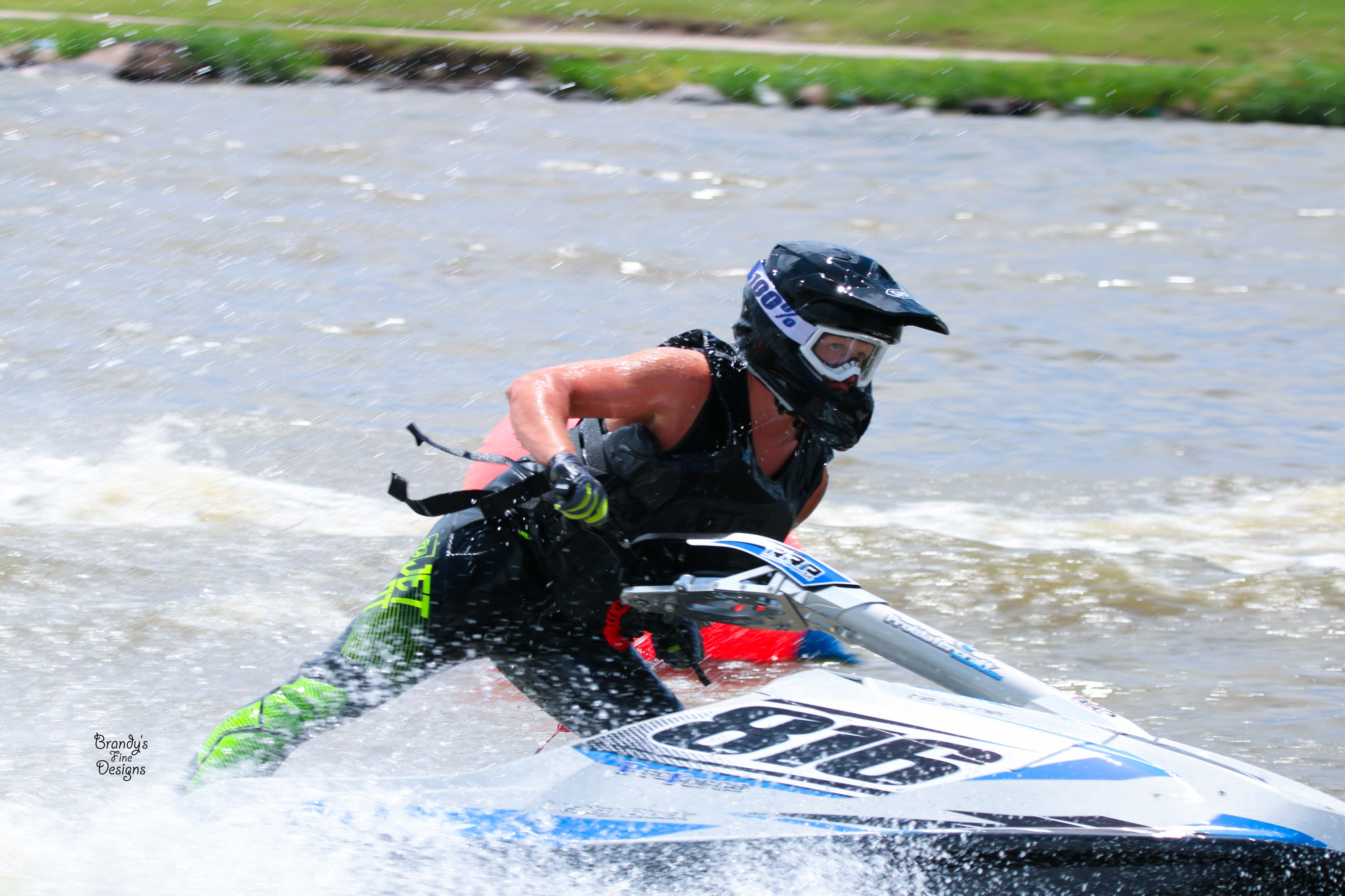 Round 1 of 2017 ijsba midwestern watercross huge success for Big fish bail bonds
